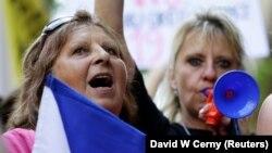 Çexiyada etirazçılar Andrej Babis-ə qarşı şüar səsləndirirlər, arxiv fotosu