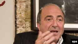 Boris Berezovsky lives in London exile.