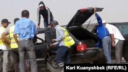 Батыс Қытай - Батыс Еуропа күрежолы бойындағы құмды дауыл кезіндегі жол апаты. Жамбыл облысы, 28 тамыз 2012 жыл. (Көрнекі сурет)