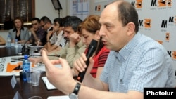 Armenia - Avetik Ishkhanian (R) and other local election observers at a news conference in Yerevan, 6May2013.