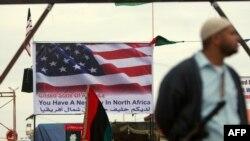"""لافتة في بنغازي كتب عليها """"لديكم حليف جديد في شمال أفريقيا"""""""