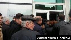 Azər Türk Bank-ın qarşısında növbə.