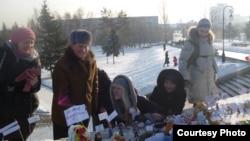 """Мітынг цацак """"За сумленныя выбары"""", які прайшоў у Барнауле 14.01.2012"""