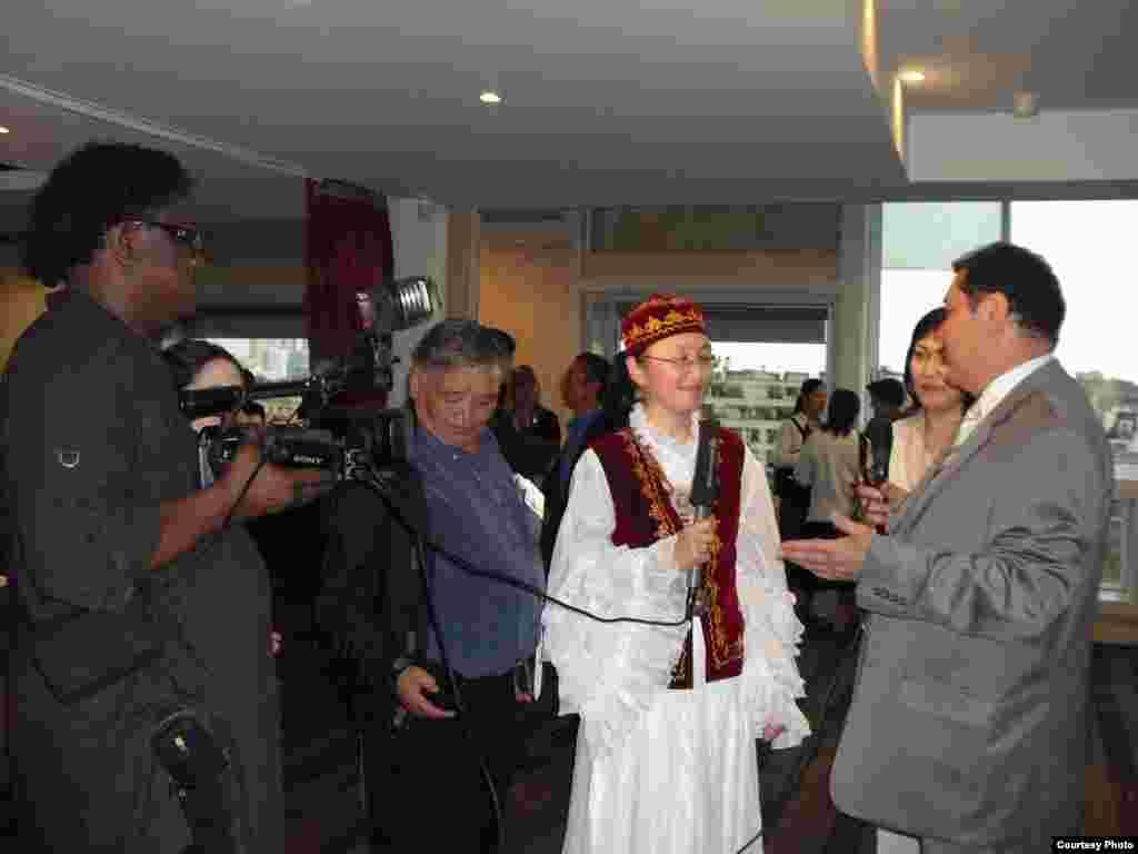 Парижде кыргыздардын курултайы өттү - Кыргызстандын Брюсселдеги элчиси Жыргалбек Азылов.