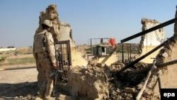 Тикритте жүрген Ирак сарбазы. 16 наурыз 2015 жыл.