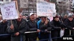 Архивска фотографија, илустрација: Протест на стечајци пред влада.