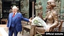 Zurab Tsereteli Marina Tsvetaeva'nın heykəlini təqdim edir