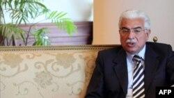 Бывший премьер-министр Египта Ахмед Назиф, осужденный на три года тюрьмы.