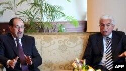 Ахмед Назиф (справа), в бытность премьер-министром Египта.