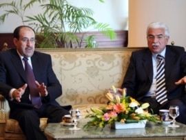 Former Egyptian Prime Minister Ahmed Nazif (right) meets with his Iraqi counterpart, Nuri al-Maliki, in Cairo in December 2009.