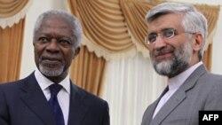 БҰҰ-ның Сирия бойынша өкілі Кофи Аннан (сол жақта) мен Иранның сыртқы істер министрі Әли Акбар Салехи. Тегеран, 10 шілде 2012 жыл.
