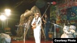 Кася Камоцкая выступае на «Басовішчы-1992»