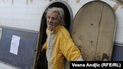 Beograd: Život u prikolici 95-godišnjaka