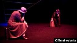 """Pamje nga shfaqja """"Çifti Martin"""", dhënë në Teatrin Kombëtar të Kosovës"""