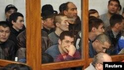 Подсудимые по делу о Жанаозенских событиях декабря 2011 года. Актау, 27 марта 2012 года.