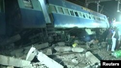 The train was travelling between Jagdalpur and Bhuvaneshawar when seven coaches were thrown off the tracks.