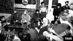 З. Яндарбиев, М. Удугов, Ш. Басаев, 1996 год