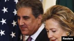 Госсекретарь США Хиллари Клинтон и министр иностранных дел Пакистана Шах Махмуд Куреши