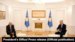 Presidenti i Kosovës, Hashim Thaçi dhe kryetari i Lidhjes Demokratike të Kosovës, Isa Mustafa