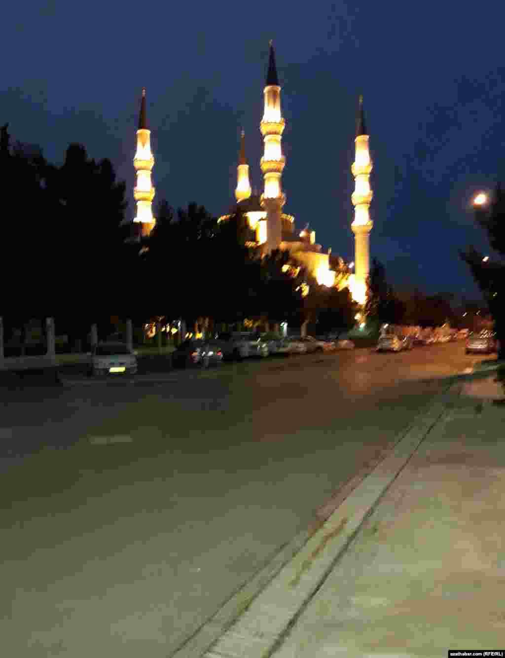 Мечеть Ар Тогрул Газы, Ашхабад