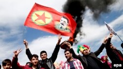 Сторонники Курдской рабочей партии в турецком Диярбакыре.