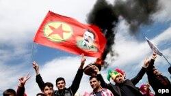 Сторонники Курдской рабочей партии в турецком Диярбакыре