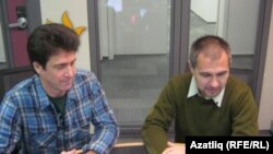 Азатлык студиясендә Илфат Фәйзрахманов (с) һәм Кәрим Камал