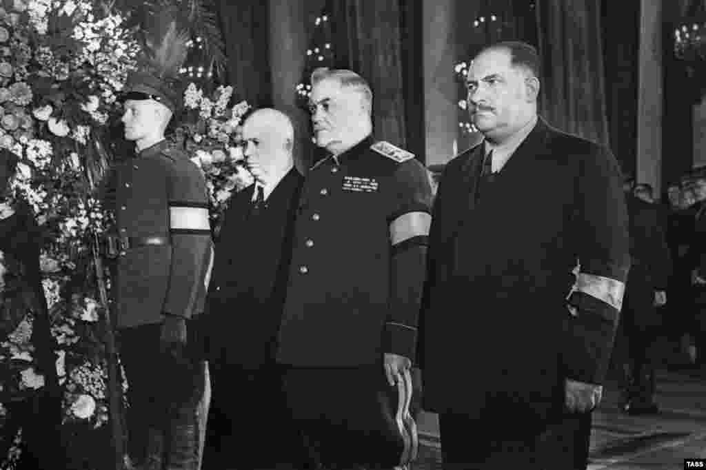 Микита Хрущов, Микола Булганін і Лазар Каганович (л-п) на похороні Йосипа Сталіна, 6 березня 1953 року.