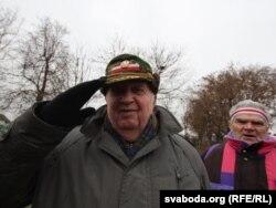 """Граф Прушынскі падчас выкананьня гімну """"Магутны божа"""""""