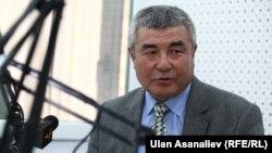 """Профессор Аалыбек Акунов """"Азаттыктын"""" студиясында."""