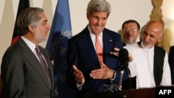 US Secretary of State John Kerry (C) reacts as Afghan presidential candidates Ashraf Ghani (R) and Abdullah Abdullah look on during a joint press conference in Kabul on July 12, 2014.