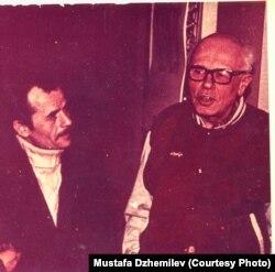 Мустафа Джемілєв (л) і Андрій Сахаров, 1996 рік. Архів Мустафи Джемілєва