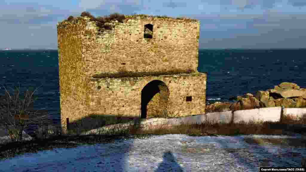 Башня Генуэзской крепости «Кафа» в Феодосии