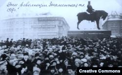 Революционный митинг на Знаменской площади в Петрограде, февраль 1917 года