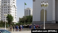Уборка улиц Ашхабада (Иллюстративное фото)