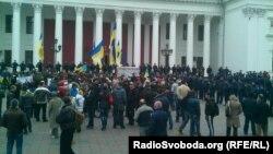 Два мітинги, Євромайдану і «антимайдану», розділені кордоном міліції, Одеса, 4 квітня 2014 року