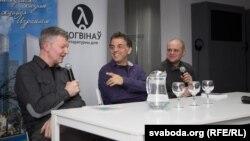 На фота (зьлева направа) Сяргей Шупа, Этгар Керэт і Павал Касьцюкевіч