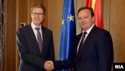 Средба на премиерот Емил Димитриев со еврамбасадорот Самуел Жбогар, 12 септември 2016.