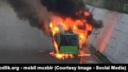 Тошкентда ёниб кетган автобуслардан бири (иллюстратив сурат)
