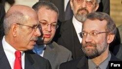 محمد البرادعی و علی لاریجانی پس از مذاکره دو ساعته در جمع خبرنگاران در مقر آژانس بينالمللی انرژی اتمی