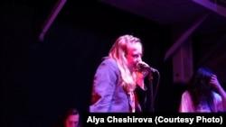 """Выступление группы """"Позоры"""" на концерте в поддержку сестер Хачатурян. Фото: Аля Чеширова"""