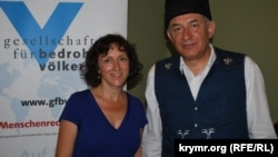 Сара Райнке (л) и Джемиль Кариков (п)