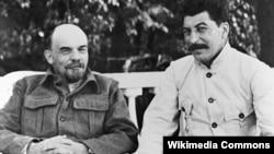 Владимир Ленин менен Иосиф Сталин. Москва, 1922-23-жылдар.