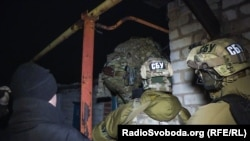 Ілюстративне фото: бійці спецпідрозділу СБУ під час однієї зі спецоперацій в Торецьку, на підконтрольній українській владі частині Донбасу