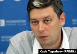 Вячеслав Абрамов, директор представительства Freedom House в Казахстане. Алматы, 25 июля 2012 года.