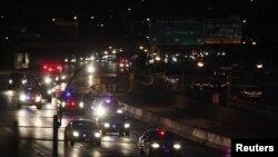 Polis korteji 10 Rusiya vətəndaşını Nyu-York aeroportuna müşayiət edir