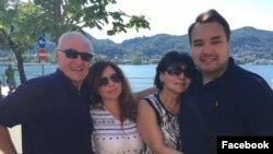 Известный сценарист и кинорежиссёр из Узбекистана Али Хамраев вместе со своей семьей (с супругой Гули Ташбаевой, сыном Али-Эргашем и дочерью Асаль).