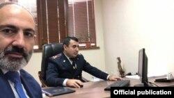 Armenia - Prime Minister Nikol Pashinian takes a selfie at the Investigative Committee, Yerevan, January 15, 2020.