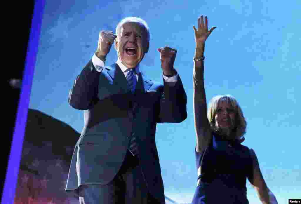 Joe Biden sa suprugom, Chicago, 7. novembar 2012. Foto: REUTERS / Kevin Lamarque