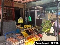 Një dyqan ushqimor në Lagjen e Boshnjakëve